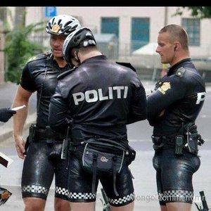 Байн байн торгуулмаар хүсэмжит цагдаа