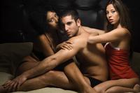 Ажил дээрээ гуравлуулсан секс