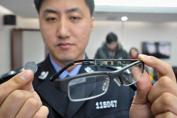 Хятадын цагдаа нар шалгалтанд ашиглаж байсан төхөөрөмжүүдийг үзүүллээ /фото/