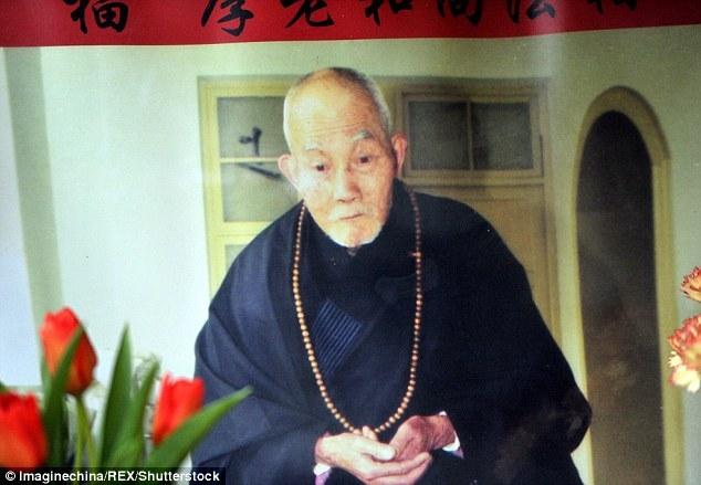 Хятадад ламын шарилыг алтаар бүржээ