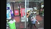 """Долоон настай хүү зэвсэгт дээрэмчнийг """"зоджээ"""" /видео/"""