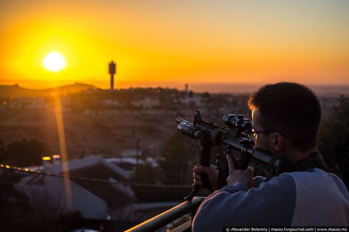 Израильд хийсэн ер бусын фото аялал
