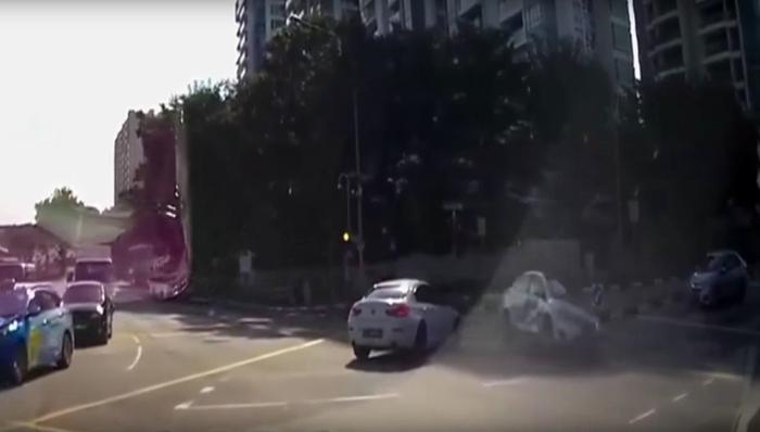 Хий үзэгдэл мэт машин осол гаргажээ
