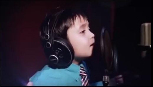 """Дөрвөн настай хүүгийн дуулсан """"I will always love you"""" дуу шуугиулж байна"""