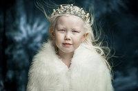 """Сибирийн """"цасан цагаан"""" албино охин моделийн зах зээлийг шуугиулж байна"""