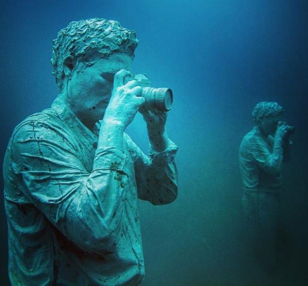 Усан доорх гайхалтай музей ...