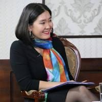 Сэтгүүлч Б.Мөнхбаясгалан Төрийн банкны захирал Д.Баярсайханд хандав