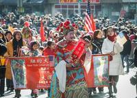 Хятадын ард түмэн цагаан сарын баяраа тэмдэглэж байна