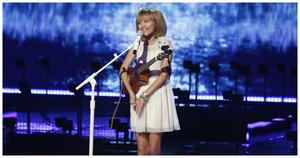 America's Got Talent-д 12 настай охин түрүүлж сая долларын шагнал гардлаа