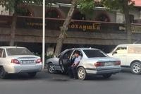"""Машин дотроосоо """"морь харж"""" байгаа казак цагдаа цахимын од болжээ"""