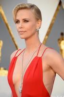 Африкт анхны Оскарыг авчирсан жүжигчин Чарлиз Терон