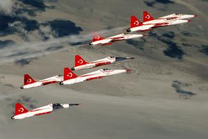 Туркийн байлдааны нисэх хүчин Ирак, Сирийн террористууд руу довтолжээ