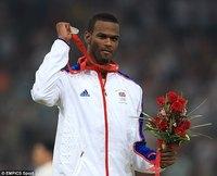 Олимпийн мөнгөн медальтан ослоор амь алджээ