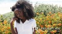 10 настай хар арьст охин арьс өнгөөр ялгаварлагчдыг эсэргүүцтэл...