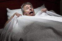 Хулгай орсон гэртээ бичлэг хийж байсан эр хулгайчийг унтлагын өрөөнд нь унтаж байхыг бичиж авчээ