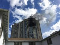Тэнгэр баганадсан орон сууцны барилгад түймэр гарч, хүмүүс амь үрэгджээ
