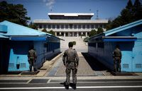 Хоёр Солонгос цэрэггүй бүс орчмын газрын тэсрэх бөмбөгөө авч эхэллээ