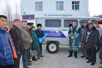 Д.Мурат Баян-Өлгий аймгийн Ахмадын хороонд УАЗ фургон маркийн автомашин бэлэглэлээ