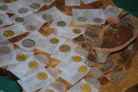 Вааран дотроос алт, мөнгөн зооснууд олжээ