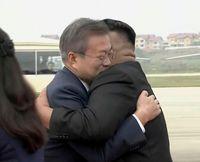Ким Чен Ун Мүн Жэ Ин тэврэлдэн уулзлаа