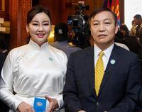 Бак Жон Ёо нь Л.Гүндалайгийн эхнэрийн үнэт эдлэлийг монгол найз хүүхэндээ ЗҮҮЛГЭЖЭЭ