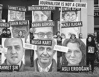 1000 сэтгүүлчийн ҮХЭЛ  ба сэтгүүлчдээр дүүрсэн ШОРОН