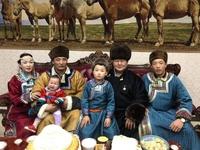 Их аварга Д.Дагвадорж Өвөр Монголд айлчилж байна