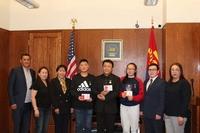 АНУ-ын иргэний амь насыг аварсан Монгол хүүхдүүдийг шагнажээ