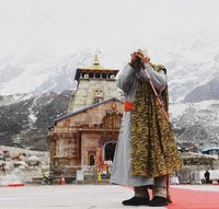 Энэтхэг улсын Ерөнхий сайд монгол дээлтэй бясалгал хийжээ