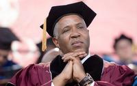 Хар арьст тэрбумтан  400 оюутны сургалтын төлбөрийн өрийг дарахаа амлав
