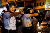 Хонг Конгийн цагдаа анх удаа тэмцэгчдийн эсрэг галт зэвсэг хэрэглэжээ